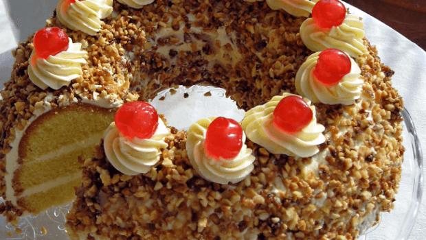 Frankfurter Kranz: The fluffy-creamy-royal delicacy